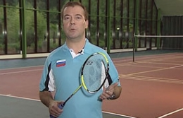 Medvédev promociona el bádminton en su video blog